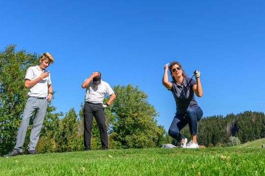 Mitgefühl nach einem misslungenen Schlag beim Golf