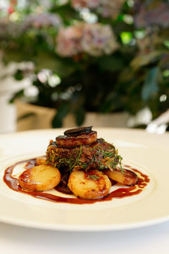 Chateaubriand steak with foie gras and truffles