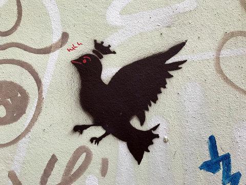 Vogelgraffiti Hauswand