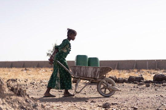 Gorgeous African Girl Working with fresh Water in Bamako