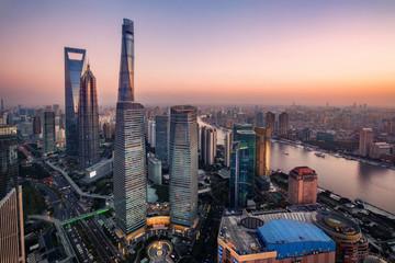 Türaufkleber Shanghai illuminated Lujiazui skyline and Ring road circular footbridge, Shanghai, China