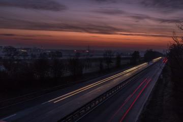 Autobahn bei Mainz im Sonnenaufgang