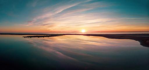 Foto auf AluDibond Lachs reflet dun coucher de soleil en panorama