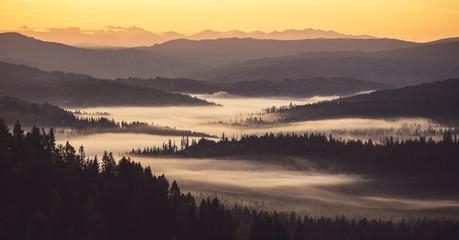 Świt w górach... - fototapety na wymiar