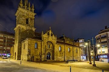 ciudad de Reinosa por la noche en Cantabria, España