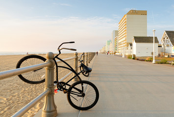 Deurstickers Fiets The Boardwalk of Virginia Beach at Sunrise. The Boardwalk is 28-feet wide and stretches three miles along the Virginia beach.