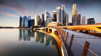 Photo sur Plexiglas Vieux rose Singapore skyline with skyscrapres - Marina bay