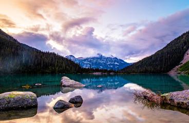 Mountain sunset of Mount Cayoosh at Joffre Lake Fototapete