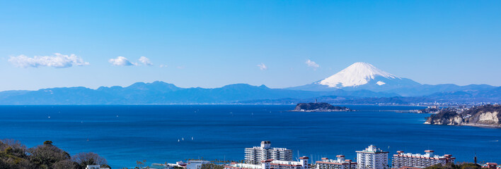 Spoed Fotobehang Blauw (神奈川県-風景パノラマ)高台から望む江の島と富士4