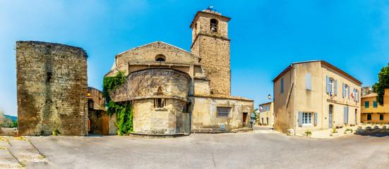 Stadtzentrum von Mormoiron in der Provence