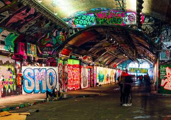 Foto auf Leinwand Graffiti London, UK/Europe; 21/12/2019: Leake Street, underground tunnel with graffiti covered walls in London. Scene with pedestrians and graffiti artists.