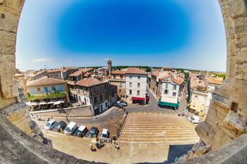 Blick über die Altstadt von Arles