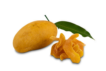 Fototapete - Ripe mango with green leaf and dehydrated mango on white background with clippjing path.
