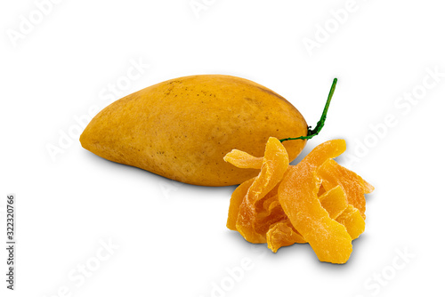 Fototapete Ripe mango and dehydrated mango, a kind of preserved food on white background with clipping path.