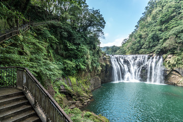 Shihfen Waterfall, Fifteen meters tall and 30 meters wide, It is the largest curtain-type waterfall in Taiwan