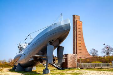 Wall Mural - Marine Ehrenmal und U-Boot, Ostseebad Laboe, Deutschland