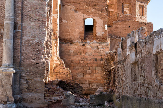 restos de un pueblo abandonado, trozos de casas de piedra