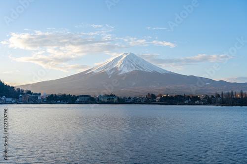 Wall mural Mount Fuji and Lake Kawaguchiko in Yamanachi, Japan