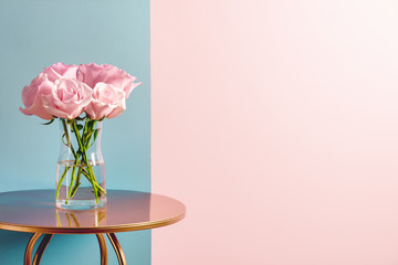 Pink rose bouquet in pot on table Fotobehang