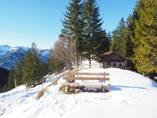Alm in den Bayerischen Voralpen im Winter