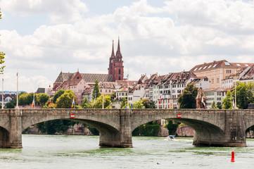Basel, Rhein, Rheinbrücke, Altstadt, Münster, Kirche, Grossbasel, Altstadthäuser, Rheinufer, Uferweg, Kleinbasel, Frühling, Sommer, Schweiz