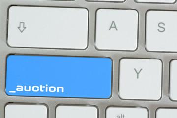 EIn Computer und Taste für Online Auktion