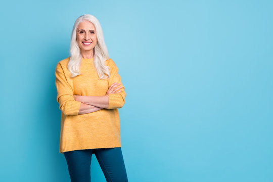 Portrait of her she nice-looking attractive lovely pretty cheerful cheery grey-haired woman wearing modern comfy clothes folded arms isolated on bright vivid shine vibrant blue color background