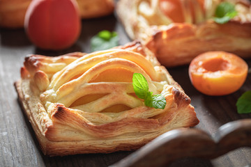 Freshly baked puff pastry made of fresh peaches and sugar Fototapete