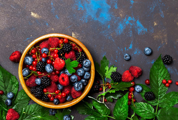 Summer berries in assortment, food background, top view copy space Fototapete