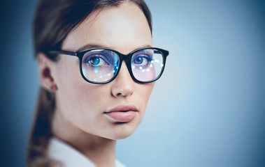 Beautiful young woman in AR glasses Fototapete