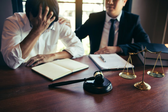 Lawyer is encouraging the client who estimates the trial and may not win the case in the office.