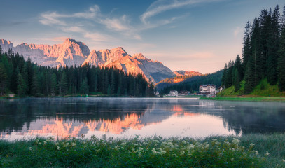 Fotomurales - Awesome nature landscape. Fantastic caln lake Misurina during sunset. Wonderful evening view on majestic Dolomites alp mountains under sunlight, Amazing natural background. Picture of wild area.