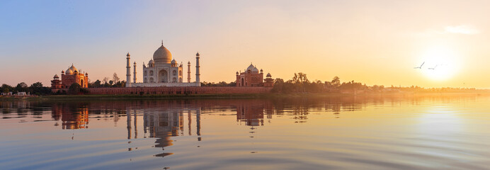 Taj Mahal sunset panorama, view from the Yamuna river, Agra, India Fototapete