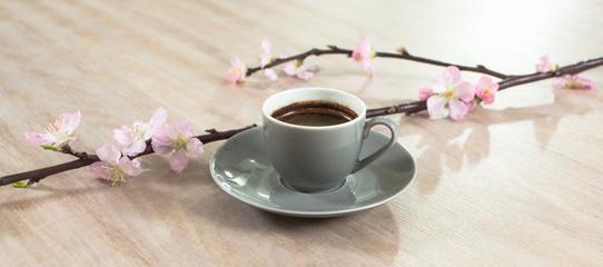 Fresh italian style coffee next to flower bouquet Fototapete