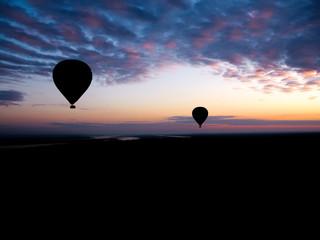Keuken foto achterwand Ballon Hot air balloons flying over the horizon