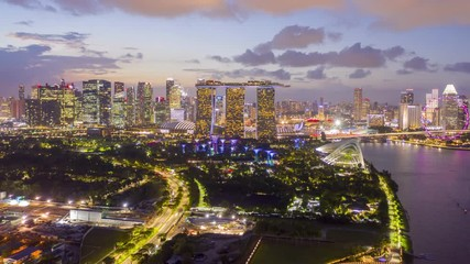 Papier Peint - 4k Hyper lapse Aerial view of Singapore City Skyline at Night,Sunset of Singapore