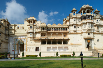 City Palace, Udaipur is a palace complex situated in the city of Udaipur in the Indian state of Rajasthan. Fototapete