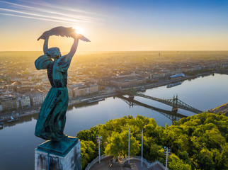 Papiers peints Budapest Budapest, Hungary - Aerial view from the top of Gellert Hill with Statue of Liberty, Liberty Bridge and skyline of Budapest at sunrise with clear blue sky