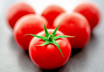 Tomaten / Tomatoes / Strauchtomaten mit Stiel