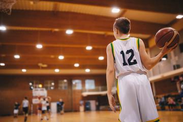 Estores personalizados esportes com sua foto Junior Basketball Players on a Game. Male Elementary School Basketball Team Playing Game.