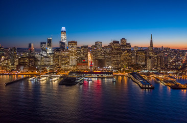 Fototapete - San Francisco downtown buildings skyline sunset evening aerial