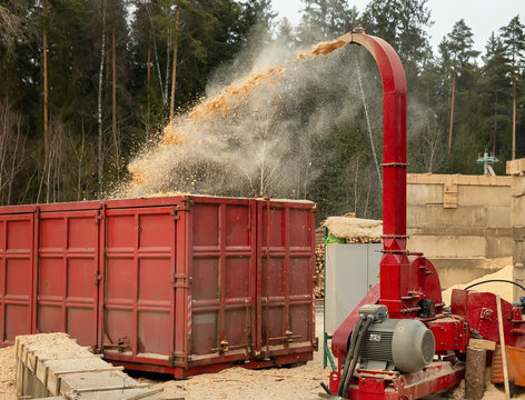 Production of wood chips, stocks for shipment