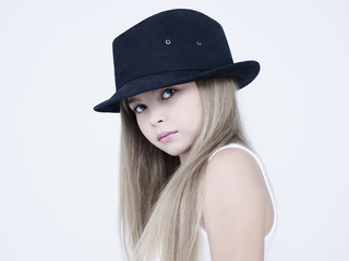 Foto op Plexiglas womenART little pretty girl in black hat