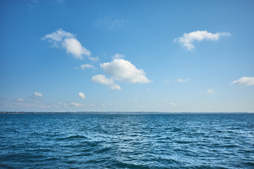 Sky over the ocean on a sunny day. Fotomurales