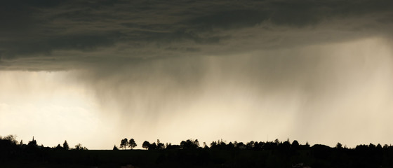 Papiers peints Beige Paysage bannière monochrome de ciel d'orage et de pluie avec espace pour écrire