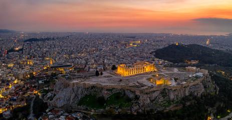Fototapete -  Panorama der beleuchteten Akropolis und Skyline von Athen, Griechenland, bei Sonnenuntergang
