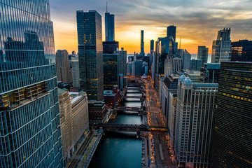 Photo sur Plexiglas Chicago Chicago Skyline & River Sunrise Aerial Photo Stunning Sky