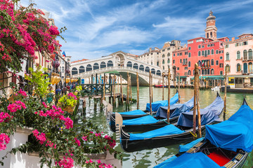 Photo sur Aluminium Venise Glandscape with gondola on Grand Canal, Venice, Italy