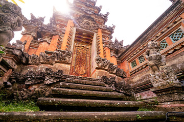 Photo sur Toile Con. Antique Architecture, traveling and religion. Hindu temple in Bali, Indonesia.