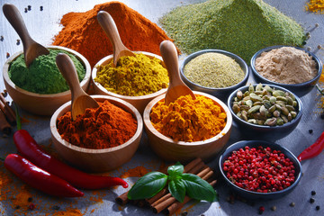 Autocollant pour porte Hot chili Peppers Variety of spices on kitchen table